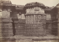 Hullabeed. The Great Temple. Pavilion in centre of east front. [Hoysaleshwara Temple, Halebid.] 965111